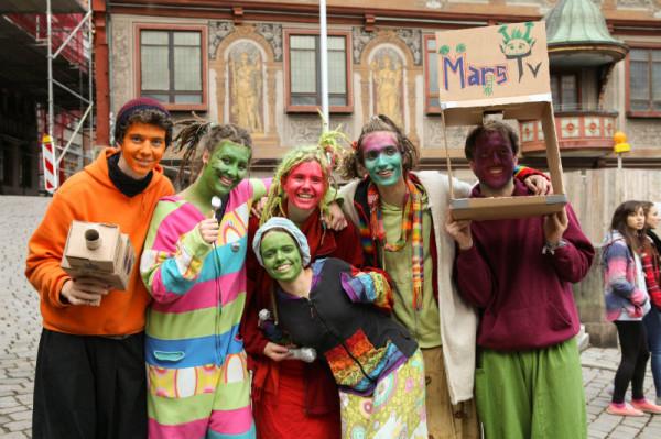 Mehrere Interview-Teams von Mars-TV wurden auf die Aktion aufmerksam.